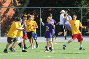 Lediglich 15 Prozent der Jungen und Mädchen empfanden laut einer Brandenburger Studie den Sportunterricht als anstrengend Foto: Jim Larrison / flickr (CC BY 2.0)