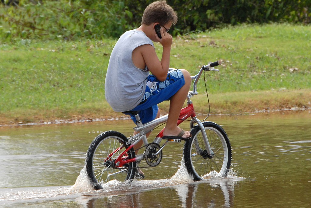 Sport und Smartphone gleichzeitigg: Da wird kein Schuh draus.Foto: Marvin Nauman /WIkimedia Commons (Public Domain)