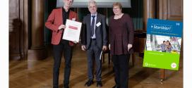 """Gütesiegel """"Schulbuch des Jahres Ökonomische Bildung"""" verliehen"""