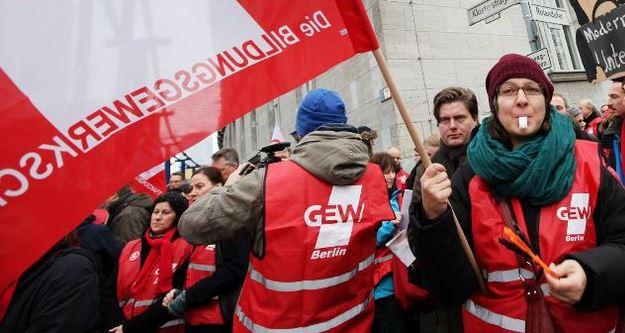 Streik in Berlin ist abgesagt: GEW einigt sich mit Senat über gemeinsame Erklärung zu Lehrerbezügen – A13 bald auch für Grundschullehrer?