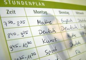 Der Stundenplan für die Grundschullehrer im Saarland solll an die anderen Bundesländer angepasst werden. Foto: Claudia Hautumm / pixelio.de