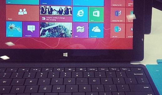 Verkaufsschub über die Schulen? Der Tablet-PC Surface Pro von Microsoft. Foto: vernieman / flickr (CC BY 2.0)