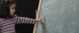Eltern haben zunehmend Interesse daran, ihre Kinder schon in der Kita mit einer anderen Sprache vertraut zu machen. Foto: Wellspring Community School/flickr (CC BY 2.0)