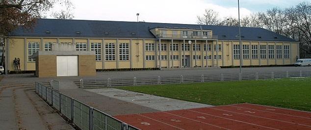 Turnhalle Sihlhölzli in der Sportanlage Sihlhölzli Zürich Wiedikon. (Foto: Bobo11/Wikimedia CC BY-SA 3.0)