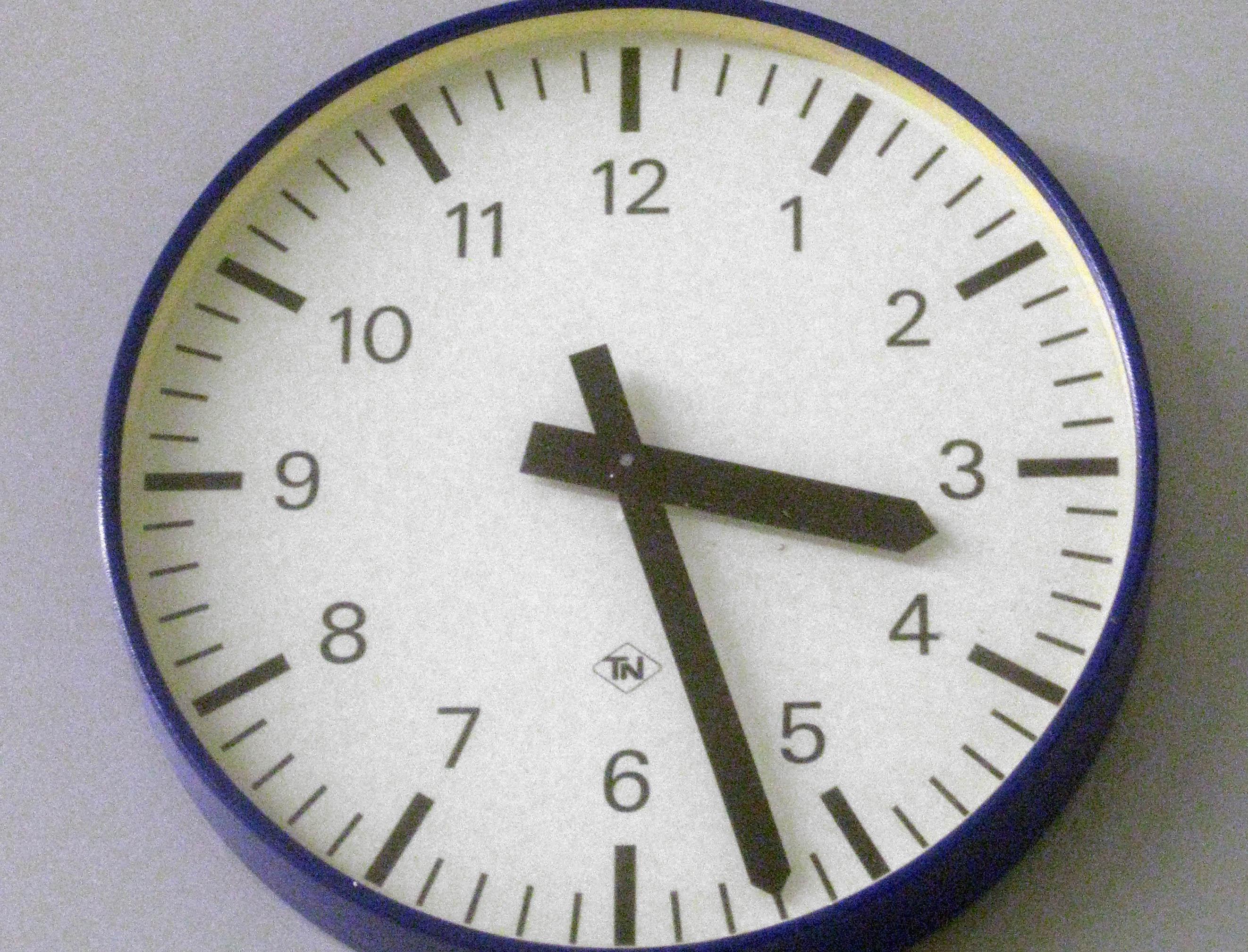 Uhr um 15:27 Uhr