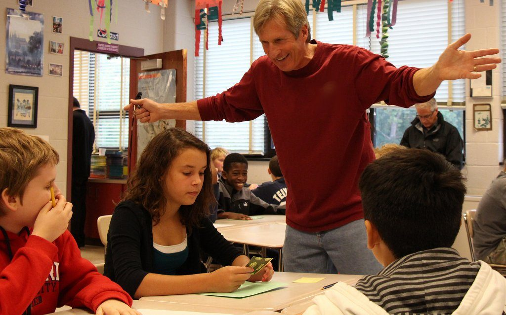Viele Lehrer mit einer Befähigung für Fächer mit einer Nähe zur Sozialkunde würden das Fach Sozialkunde nunmehr seit vielen Jahren unterrichten. An ihrem Engagement zweifelt wohl niemand. Foto: woodleywonderworks / flickr (CC BY 2.0)