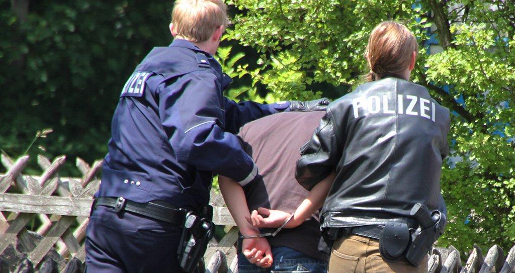 Nur in den seltensten Fällen sind wohl dramatische Polizeieinsätze notwendig. Doch die Zahl der Straftaten an sächsischen Schulen nimmt zu. Foto: Andreas Trojak / flickr (CC BY 2.0)