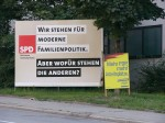 Der Bundestags-Wahlkampf wirft seine Schatten voraus: Plakate von 2005. Foto: quox / flickr (CC BY 2.0)