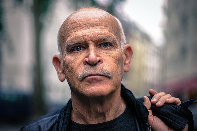 Investigativjournalist Günter Wallraff in seiner Heimat, der Kölner Südstadt.(Christoph Hardt/Wikimedia CC BY-SA 4.0)