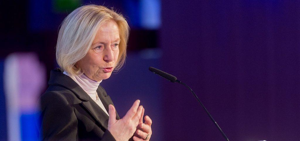 Will fünf Milliarden Euro für die Ausstattung der Schulen mit WLAN und Computern ausgeben: Bundesbildungsministerin Johanna Wanka. Foto: wissenschaftsjahr / flickr (CC BY 2.0)