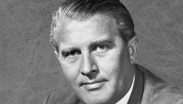 Seine Vergangenheit in Nazi-Deutschland macht ihn als Namenspatron für bayerische Schulen untragbar: Raketenpionier Wernher von Braun. Foto: NASA / Wikimedia Commons