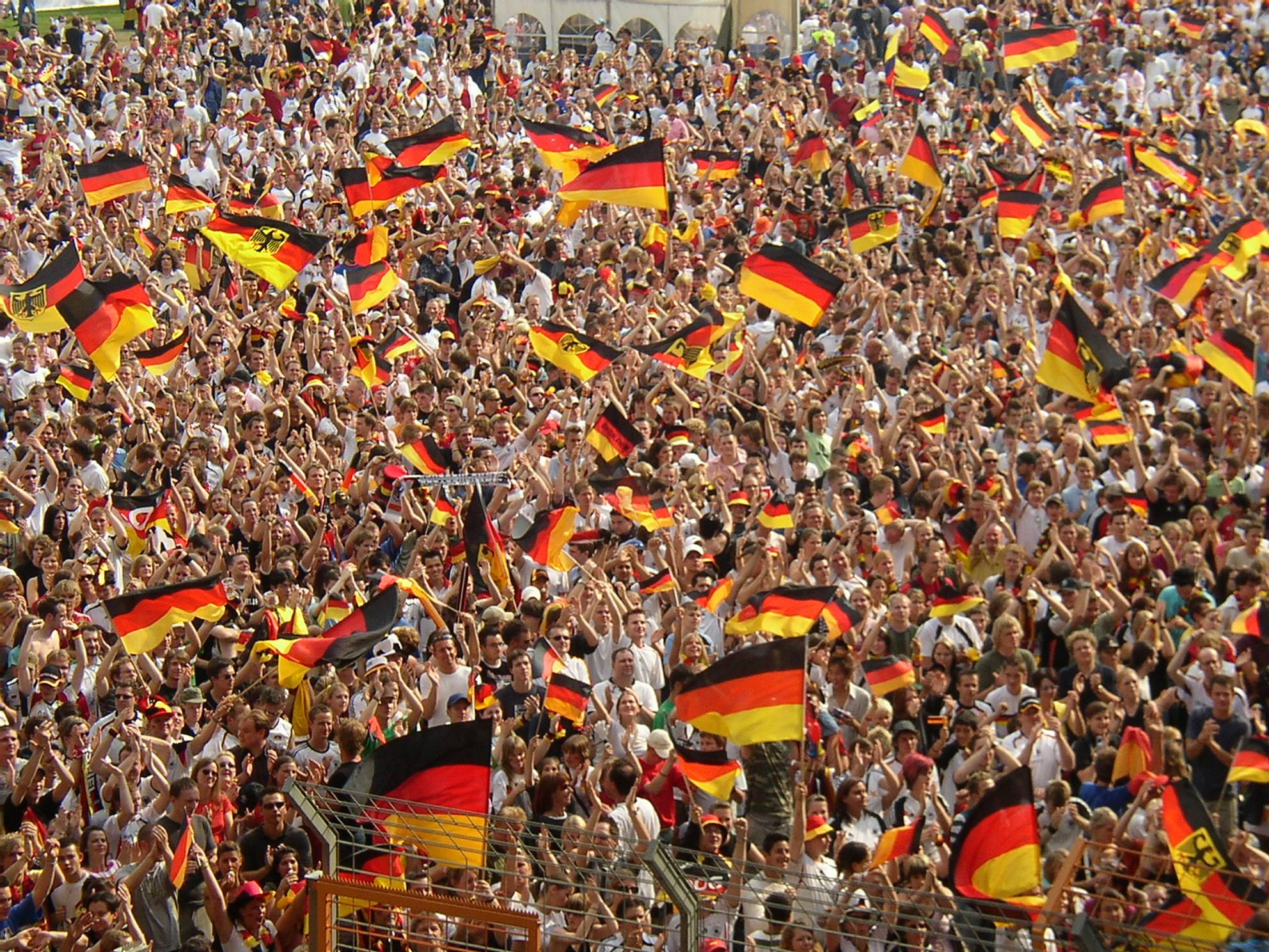 Zu bejubeln gäb's für die Fans nix - wenn's nach den Bildungsausgaben ginge. Foto (vom World-Cup 2006): Arne Müseler / www.arne-mueseler.de / Wikimedia Commons (CC BY-SA 3.0 DE)