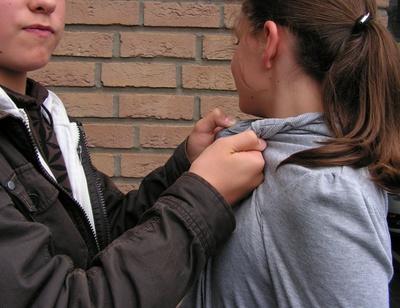 Zunehmendes Phänomen? Gewalt unter Schülern - Symbolfoto: Martin Büdenbender / pixelio.de