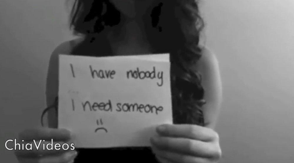 In einem Video zeigt Amanda Todd Karteikarten, auf denen ihre Geschichte zu lesen ist - kurze Zeit später ist das Mädchen tot. Screenshot aus Youtube