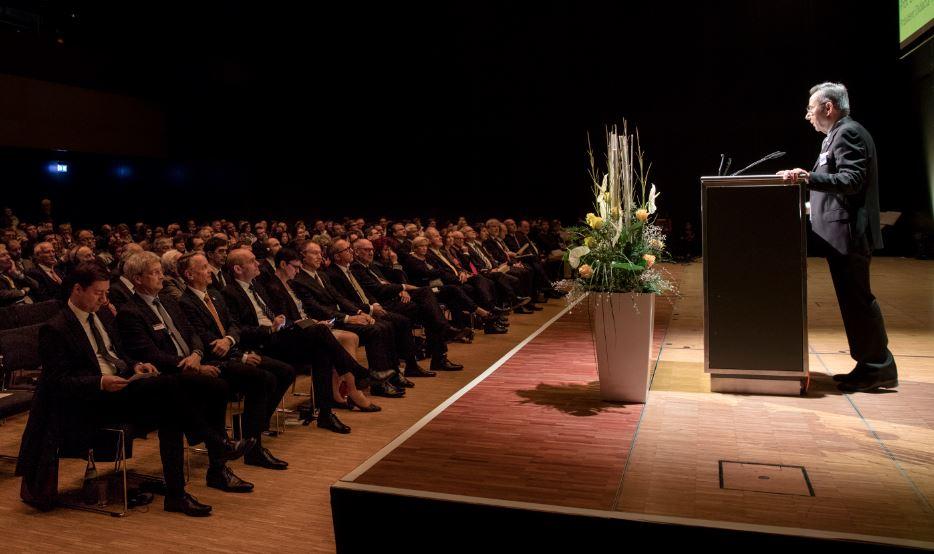 Der Präsident des Didacta-Verbands der Bildungswirtschaft, Prof. Wassilios Fthenakis, bei seiner Rede zur Eröffnung. Foto: Messe Stuttgart