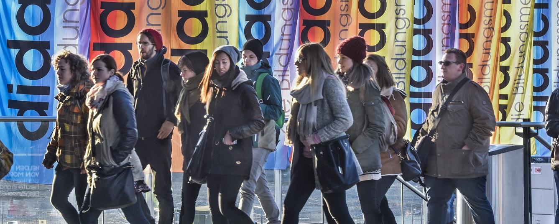 """100.000 Besucher werden zur """"didacta"""" in Köln erwartet - hier kommen die ersten. Foto: Koelnmesse"""