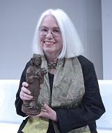 Sabine Friedrichson erhielt den Sonderpreis für ihr Gesamtwerk als Illustratorin. Foto: AKJ/José Poblete