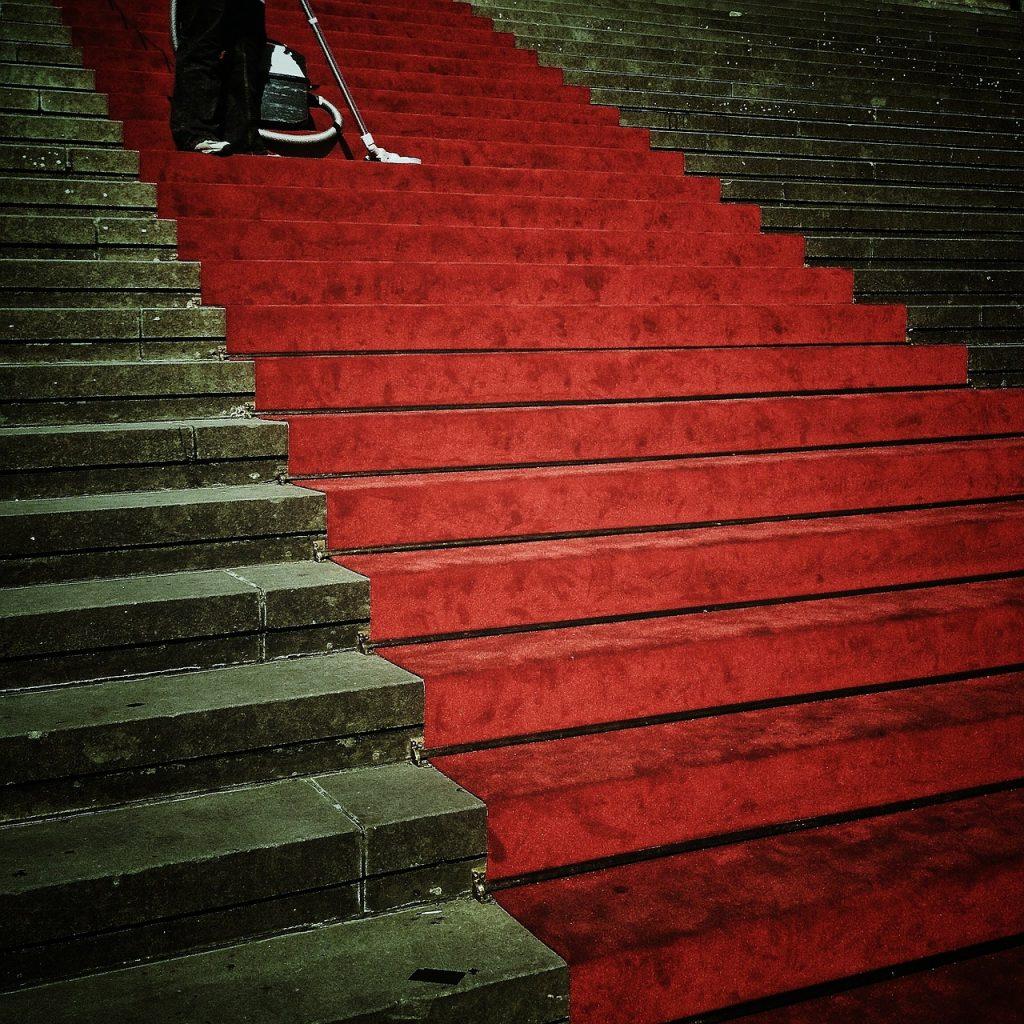 Für Grundschullehrkräfte werden derzeit rote Teppiche ausgerollt. Foto: Max Pixel