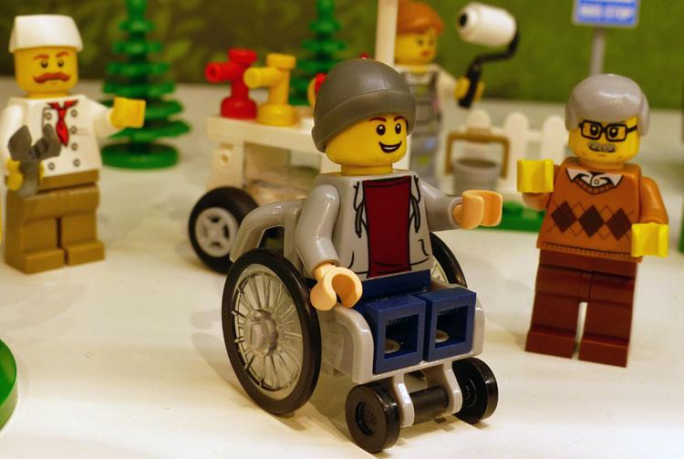 """Das Lego-Set """"Stadbewohner"""", zu dem der Rollstuhlfahrer gehört, erscheitn im Juli 2016. (Bild: gesehen auf promobricks.de)"""