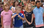 Kinder verschiedener Hautfarben bei der Einschulung