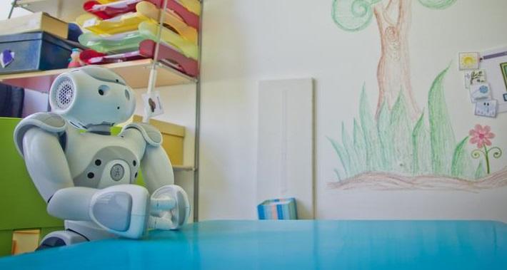 Bald ein alltägliches Bild? Roboter im Klassenzimmer. Foto: emote / idw