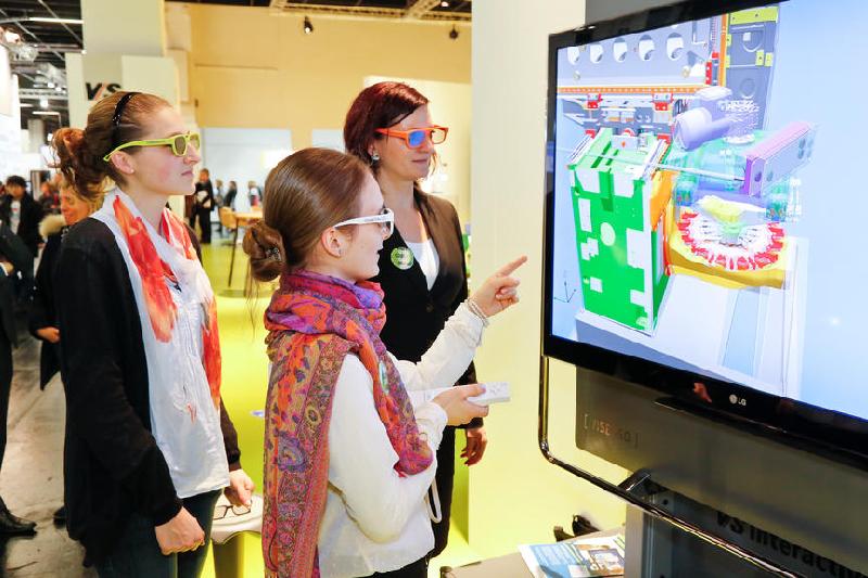 """Anbieter digitaler Medien - wie die Hersteller von elektronischen Whiteboards - prägen das Bild auf der Bildungsmesse """"didacta"""". Foto: Koelnmesse Bilddatenbank"""