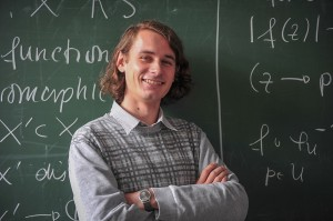 Bereits großes internationales  Aufsehen erregt: Professor Dr. Peter Scholze. Foto: Volker Lannert / Uni Bonn /