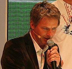 Äußert Kritik am förderalen Bildungsystem in Deutschland: Moderator Jörg Pilawa; Foto: Julian Oejen aka Don.chulio / Wikimedia Commons (CC BY-SA 3.0)