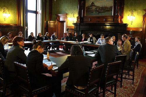 Bei Entscheidungen von Gruppen sollte Kritik offen geäußert werden. (Foto UN-Dekade für nachhaltige Entwicklung/Flickr CC BY-SA 2.0)