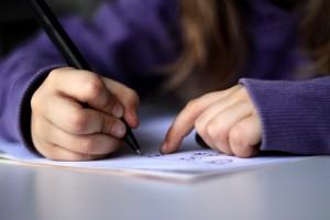 Der Entwicklungssprung in der Rechtschreibung zwischen Klasse drei und vier sei gewöhnlich besonders groß, heißt es aus dem Schweriner Kultusministerium. Foto: dotmatchbox / flickr (CC BY-SA 2.0)