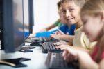 Lernen am Computer? In Deutschlands Schulen immer noch ein seltenes Bild. Foto: shutterstock