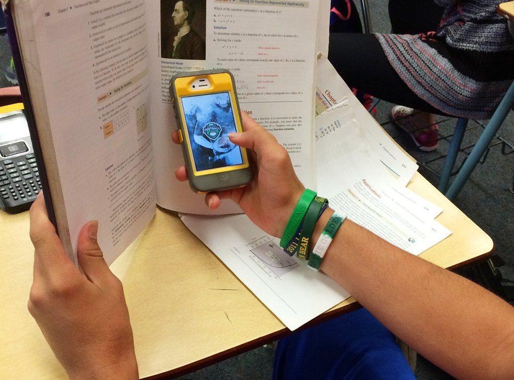 Kinder werden zu früh in eine Welt hineingeworfen, die sie zum Spielball der Technik macht, findet der Seniorenunionsvorsitzende Otto Wulff. Ein Handyverbot an Schulen könnte ihnen dabei helfen, die nötige Ruhe für Ideen, Träume zu haben Foto: Intel Free Press / flickr (CC BY-SA 2.0)