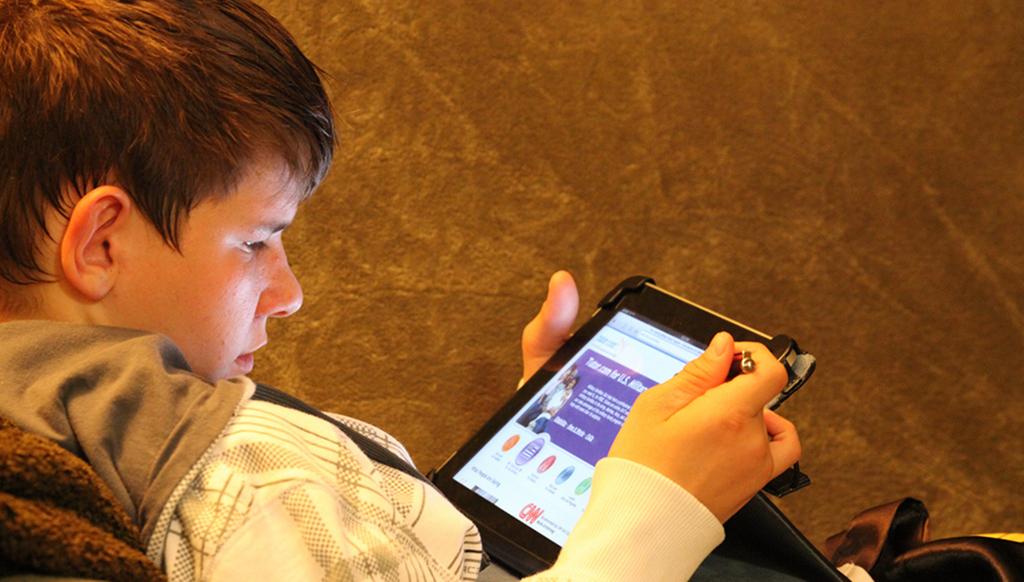 Viele Jugendliche informieren sich lieber von zu Hase aus im Internet über mögliche Studienangebote. Foto: U.S. Army photo by Edward N. Johnson / flickr (CC BY 2.0)