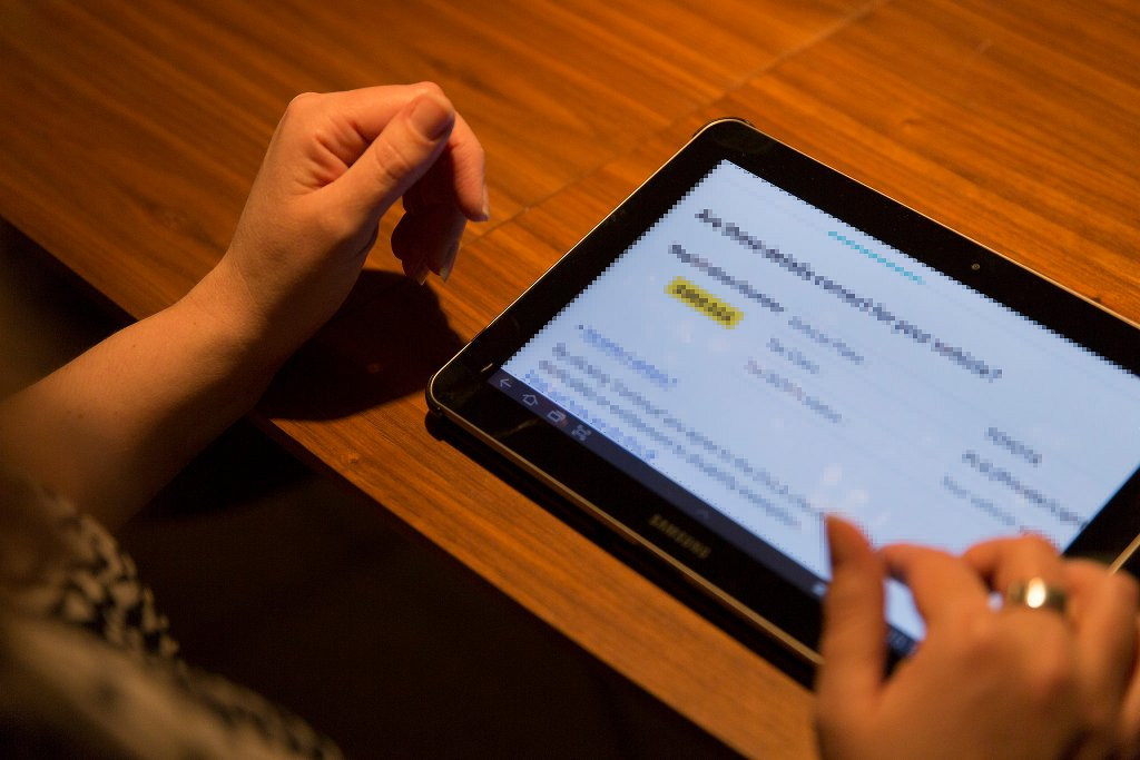 Der Schüler allein am tablet, das seine Stärken und Schwächen analysiert (und ihm individuell angepasste Lernporgramme bietet). Sieht so der Unterricht der Zukunft aus? Foto: gdsteam / flickr (CC BY 2.0)