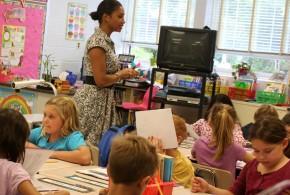 """Studie bemängelt zu lange Wartezeit von Flüchtlingskindern auf Schulbesuch  – """"Herausforderungen waren vorhersehbar"""""""