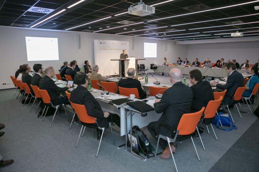 Intenationalisierung und Digitaliserung sind die Motoren der Väernduerng an den Hochsculen, finden die Experten der Tagung. (Foto: Laureate OECD/ foto di matti)