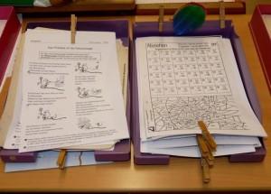 Begutachtung von Materialien sollen Lehrern helfen, sich zu orientieren; Foto: Dieter Schütz / pixelio.de415852_R_B_by_Dieter Schütz_pixelio.de