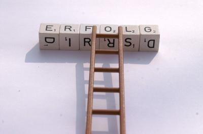Vor allem für Ingenieure lohnt sich die Mehrarbeit einer Doktorarbeit. (Bild: S. Hofschlaeger / pixelio.de)