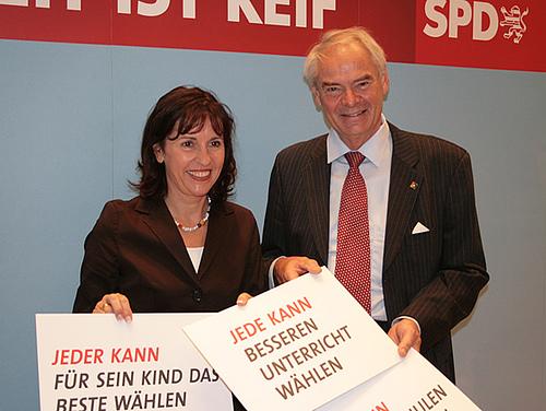 Rainer Domisch und die damalige hessische Spitzenkandidatin Andrea Ypsilanti 2007. Foto: SPD Hessen / Flickr