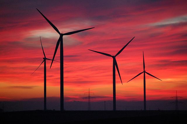Windenergie wird in Deutschland immer häufiger genutzt. Foto: Andrea & Stefan / flickr (CC BY 2.0)