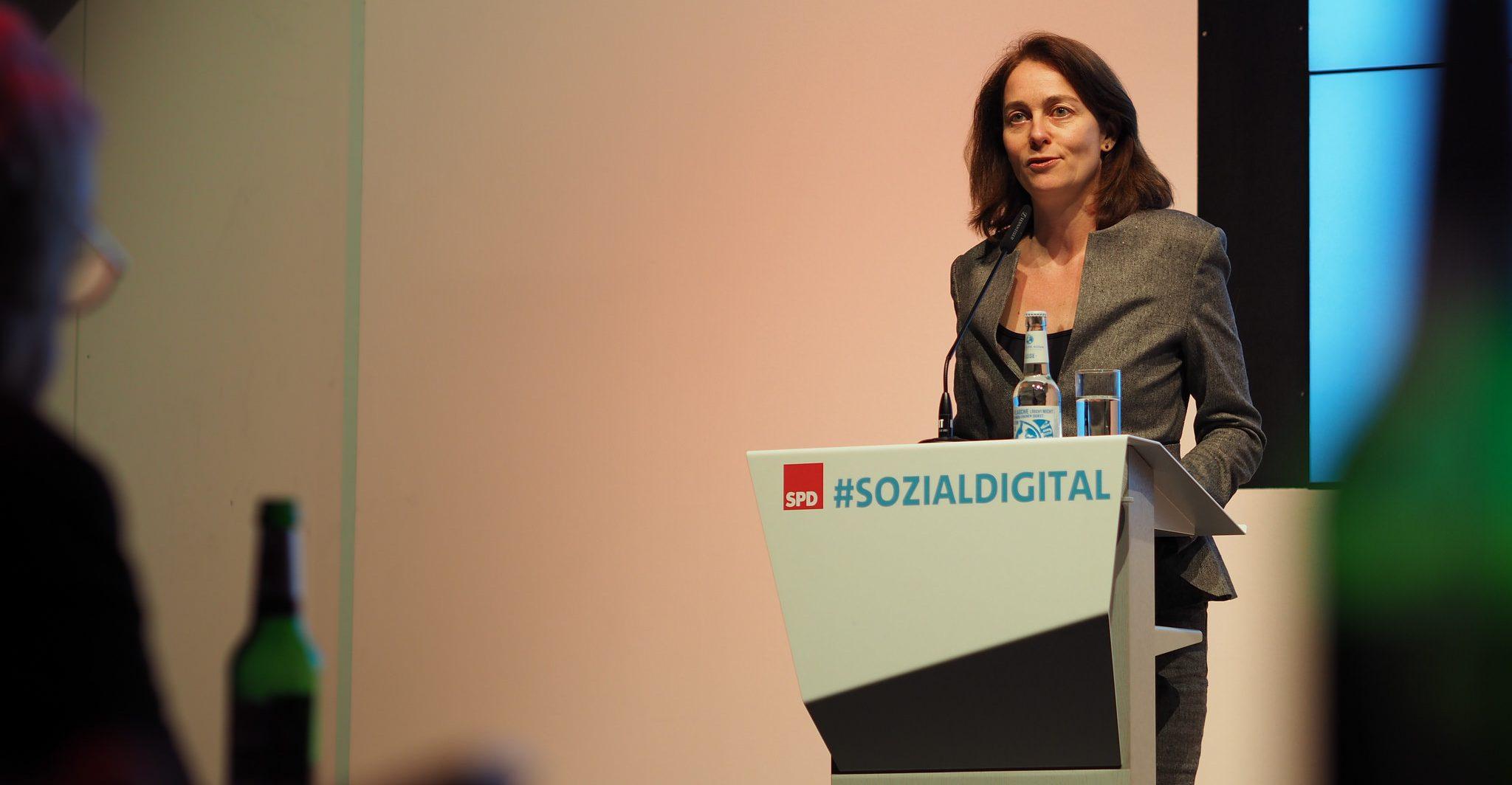 Katarina Barley übernahm im Juni das Amt der Bundesfamilienministerin von Manuela Schwesig, die Minsterpräsidentin von Mecklenburg-Vorpommern wurde. Foto: Steffen Voß / flickr (CC BY 2.0)