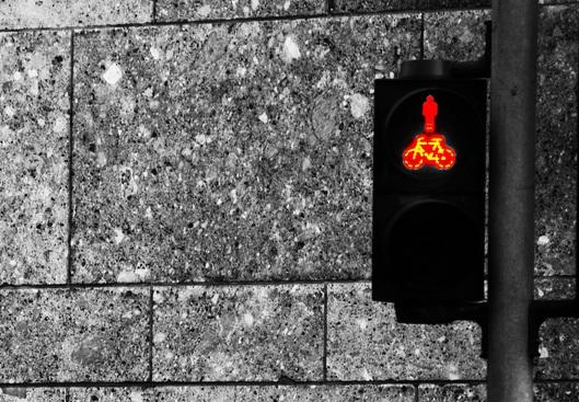 Was macht man, wenn die Ampel nicht grün zeigen will? Foto: bianconero / Flickr (CC BY-SA 2.0)