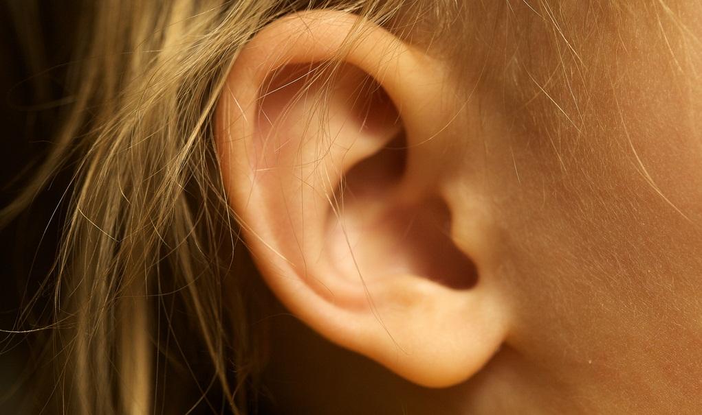 Störlärm und Halligkeit beeinträchtigt Kinder zwar stärker als Erwachsene, da sie über weniger sprachliches Vorwissen verfügen - aber auch Lehrer leiden. Foto: Travis Isaacs / Flickr (CC BY 2.0)