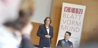 Hält von der Methodenfreiheit der Lehrkräfte offenbar nicht so viel: Brandenburgs Bildungsministerin Britta Ernst (SPD). Foto: Jugendpresse Deutschland / Jonas Walzberg / flickr (CC BY 2.0)