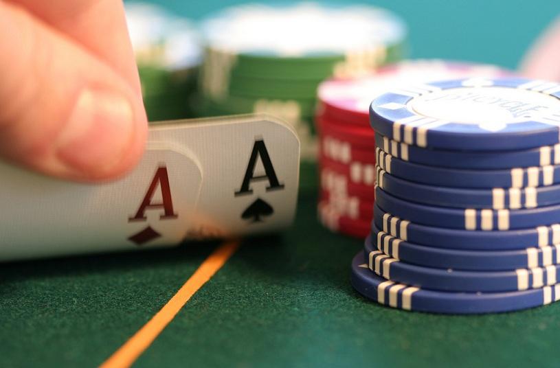 Pokern - auch im Internet - ist unter Jugendlichen beliebt. Foto: