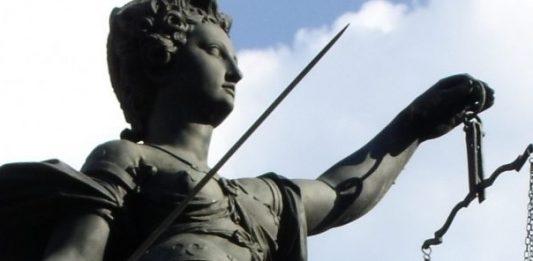 Nicht immer ist eine fristlose Kündigung rechtens. Foto: Florentine / pixelio.de