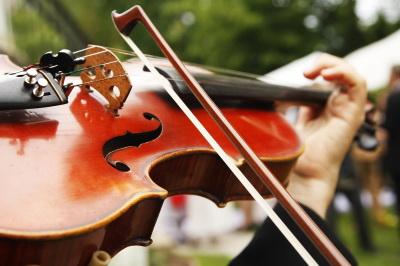 Jeder Mensch ist musikalisch, sagen die Forscher - mehr oder weniger jedenfalls. (Foto: Marko Greitschus/pixelio.de)