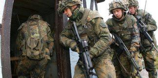 """Mit solchen Fotos wie diesem von einer """"Informationslehrübung"""" wirbt die Bundeswehr für sich. Foto: Bundeswehr-Fotos Wir. Dienen. Deutschland. Flickr (CC BY 2.0)"""