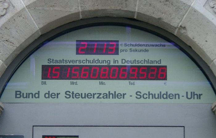 """""""Schuldenuhr"""" des Bundes der Steuerzahler (BdSt) in Berlin. Das Foto ist von 2001 - der aktuelle Stand laut BdSt:"""