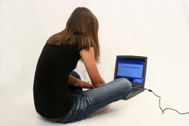 Unterricht im Internet, wenn eine Regelschule nicht möglich ist; Foto: Alexandra H. / pixelio.de
